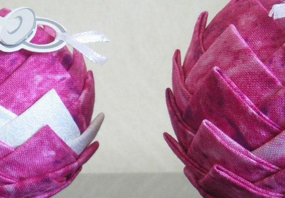 Pr parer votre d co avec des boules en polystyr nes - Comment decorer des boules de noel en polystyrene ...